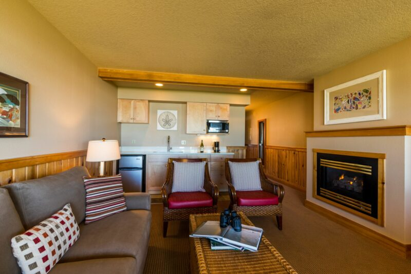 Oceanfront Queen Suite with Sofa Sleeper with a great fireplace