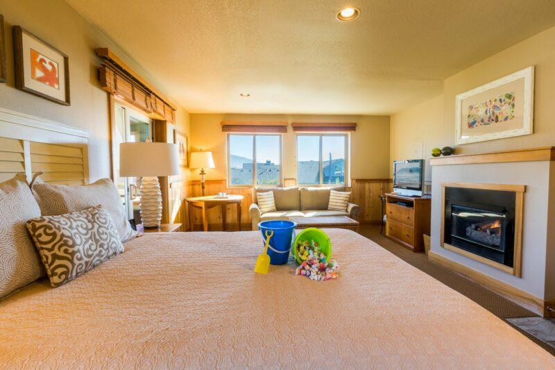 Nonview queen studio with sofa sleeper in Cannon Beach, Oregon