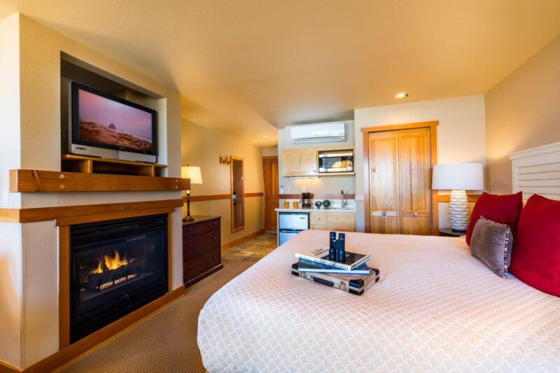 Oceanfront King Studio Upper Floor with fireplace
