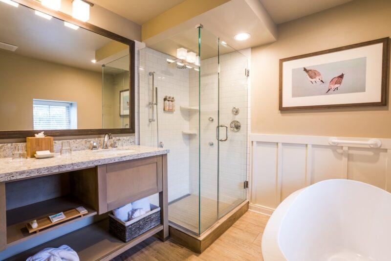 Limited View Queen Studio bathroom