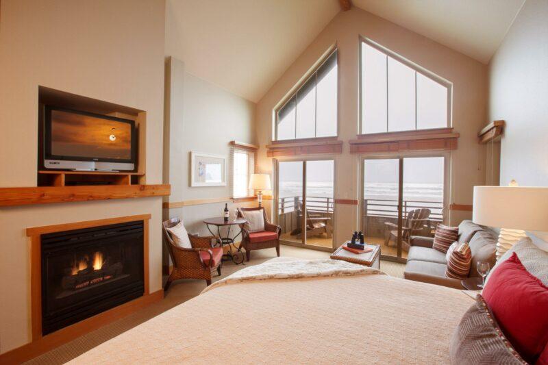 Premier Oceanfront King Studio Second Floor with Sofa Sleeper